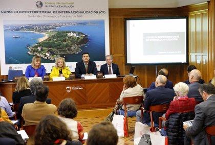 """Díaz Tezanos ve """"clave"""" para la sostenibilidad económica de Cantabria que sus empresas salgan al exterior"""
