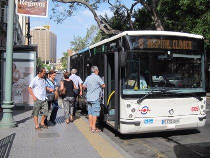 Todos los pensionistas de Málaga con hasta 800 euros de ingresos pueden ya viajar gratis en autobuses de la EMT