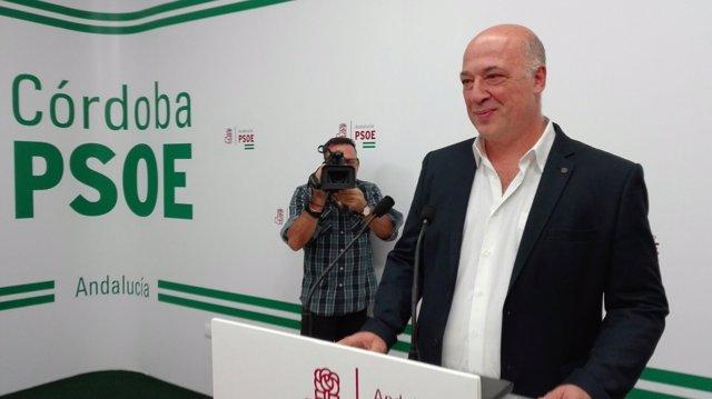 Antonio Ruiz en la sede del PSOE cordobés