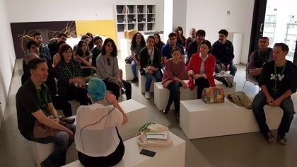 Alumnos y profesores del colegio Adoratrices y la ESDIR visitan la feria SCULTO
