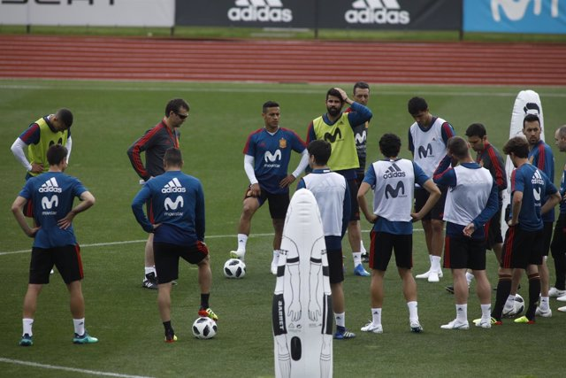 Julen Lopetegui dirige un entrenamiento en Las Rozas (Madrid)