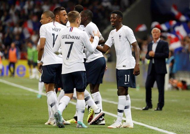 Francia supera su ensayo general con una victoria cómoda ante Italia