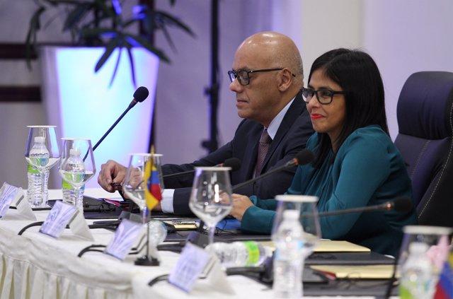 Negociadores del Gobierno venezolano en el diálogo con la MUD