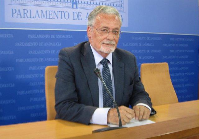 El defensor del Pueblo andaluz, Jesús Maezti, en el Parlamento de Andalucía