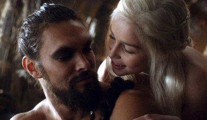 Juego de Tronos: Las hilarantes fotos del reencuentro entre Emilia Clarke y Jason Momoa