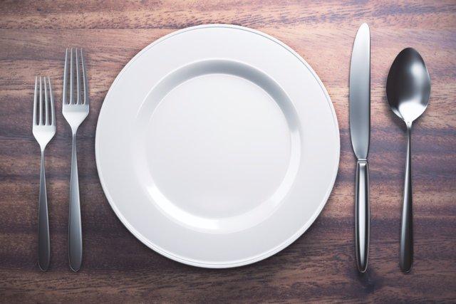 Evita saltarte la cena para no engordar
