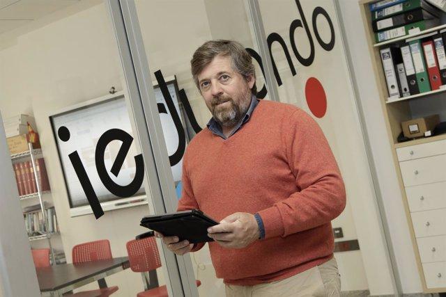 El presidente de ACES, Miguel Vega