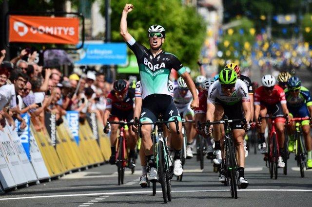 Pascal Ackermann gana la segunda etapa del Dauphiné