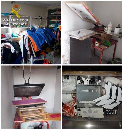 Detenido el dueño de una tienda de ropa de Plasencia por vender prendas de marcas que él mismo falsificaba