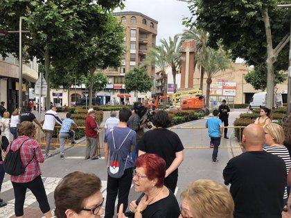 Reanudan las obras para retirar la Cruz de los Caídos en La Vall d'Uixó con un amplio dispositivo de seguridad