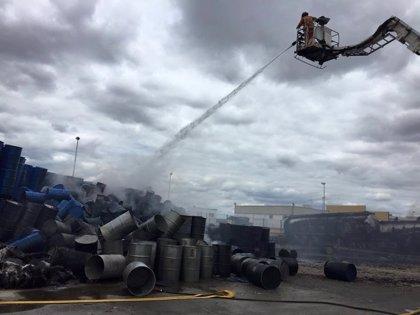 El polígono Los Bermejales de Niebla (Huelva) recupera la normalidad tras el incendio en una nave