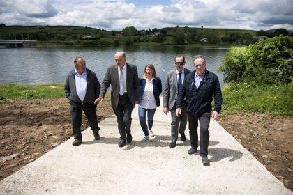 Obras Públicas construye una rampa en el Pantano del Ebro