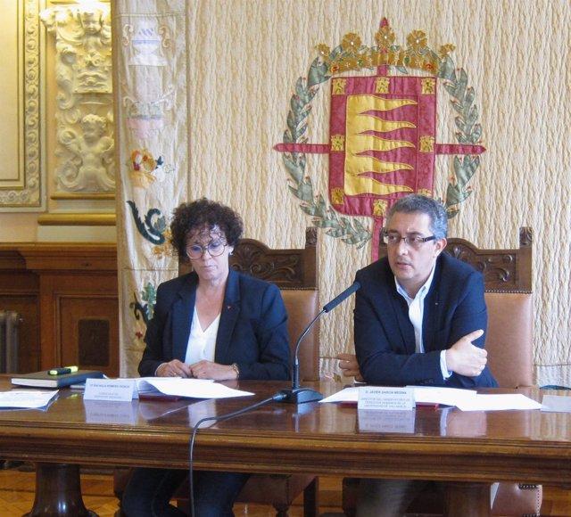 La concejal Rafaela Romero y Javier García Medina