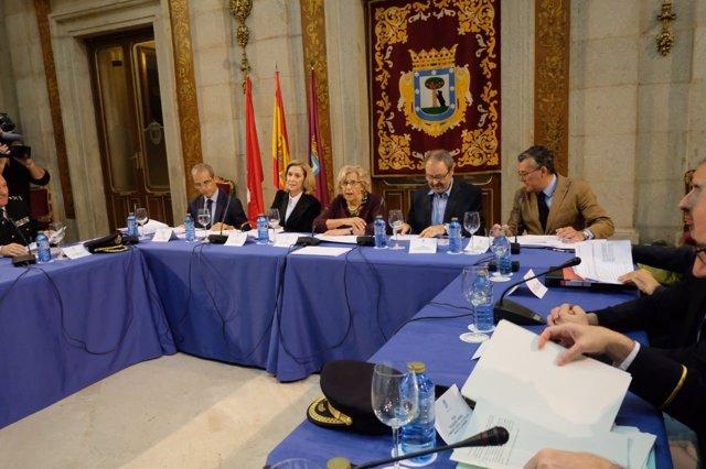 La alcaldesa de Madrid, Manuela Carmena, en la Junta Local de Seguridad
