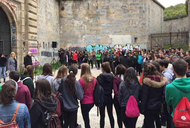Estudiantes que van a participar en la ruta de montaña de los presos fugados