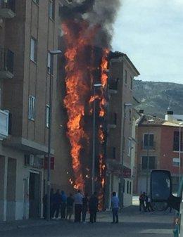 El incendio ha generado una columna de humo