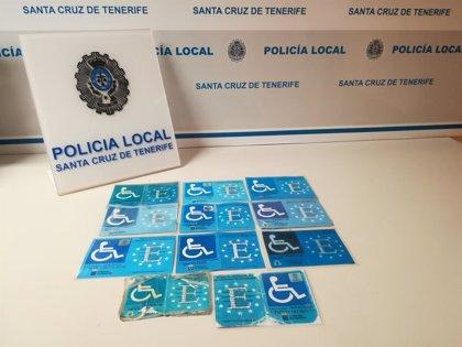 La Policía Local de Santa Cruz detecta once tarjetas fotocopiadas para aparcar en plazas para minusválidos