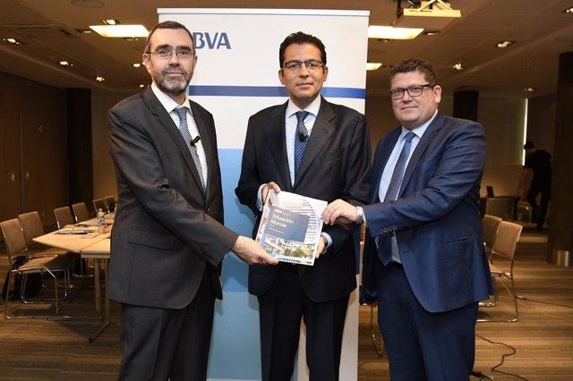 Alberto Charro, Miguel Cardoso y Alberto Carretón presentación informe BBVA