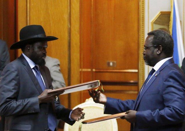 Riek Machar y Salva Kiir durante encuentro en Addis Abeba