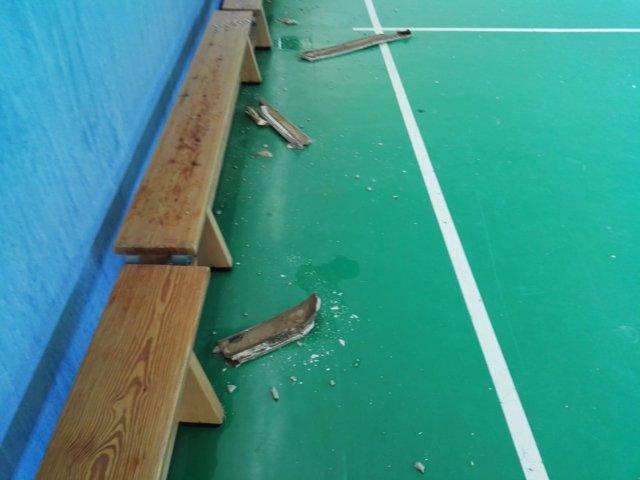 Goteras en un gimnasio de un colegio de Mahadahonda
