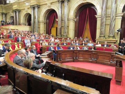El Parlament rechaza retirar las prerrogativas de Puigdemont como expresidente