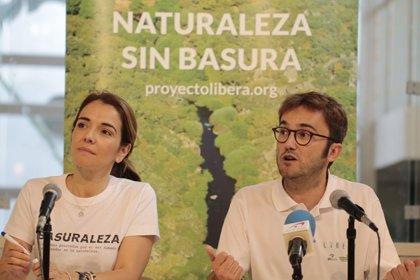 Andalucía se moviliza con 32 batidas de limpieza para acabar con la 'basuraleza' de sus entornos naturales
