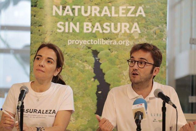 Nieves Rey de Ecoembes y Miguel López de SEO/BirdLife presentan '1m2'
