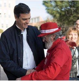 Pedro Sánchez y el militante socialista Antonio Castañeda