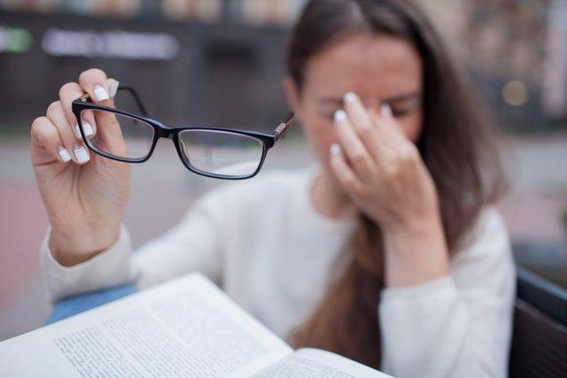 Miopia, visión. Estudiar, vista cansada