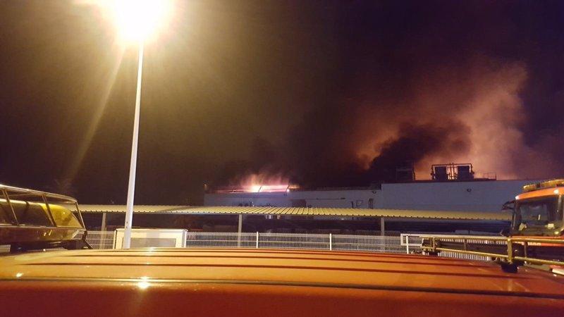 Un incendio calcina una panificadora proveedora de for Mercadona oficinas centrales