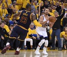 Els Warriors s'imposen (102-110) als Cavaliers i es queden a un partit de l'anell (USA TODAY SPORTS - Archivo)