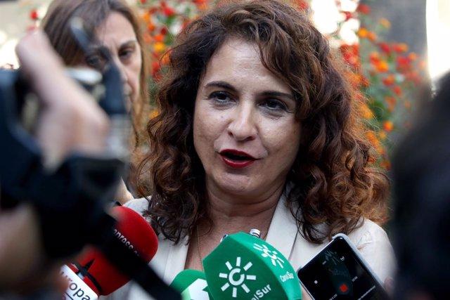 María Jesús Montero, nueva ministra de Hacienda, en los pasillos del Parlamen