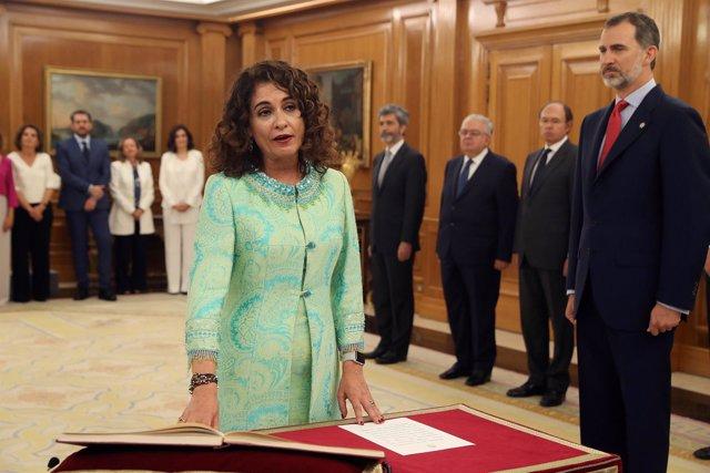 María Jesús Montero promete su cargo ante el Rey como nueva ministra de Hacienda