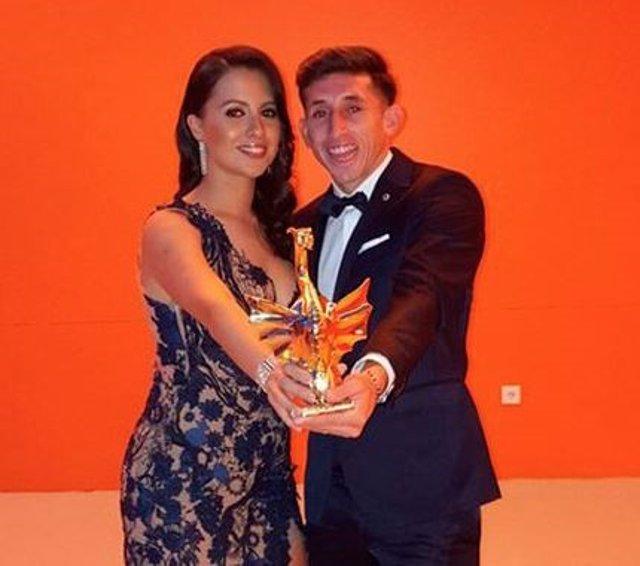 Héctor Herrera y su esposa