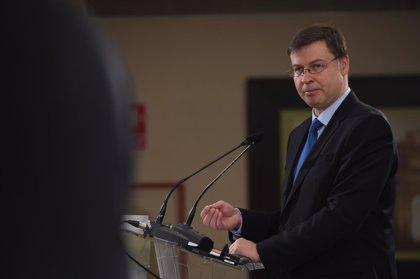 Bruselas pide a Sánchez mantener los parámetros presupuestarios del Gobierno de Rajoy