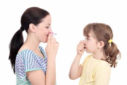 La mitad de los niños españoles convive con un fumador
