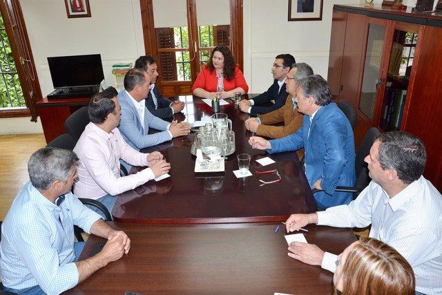 Esther Gil se reúne con alcaldes de la Sierra Norte