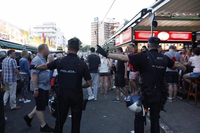 Operativo de la Policía Nacional e Inspección de Trabajo en Playa de Palma