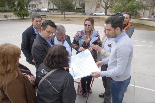 El alcalde de Granada, Francisco Cuenca, reunido con vecinos