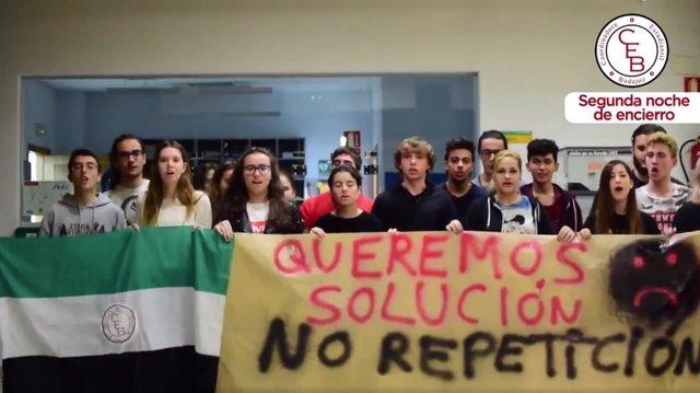 Alumnos encerrados por la repetición de la Ebau