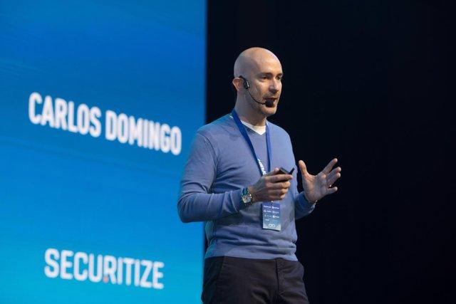 El experto en criptomonedas Carlos Domingo durante una conferencia