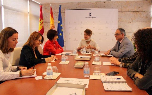 Reunión entre la consejera de Bienestar Social, Aurelia Sánchez, e Ilunion