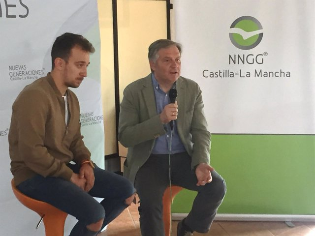 El portavoz del PP en las Cortes, Francisco Cañizares, en Tomelloso