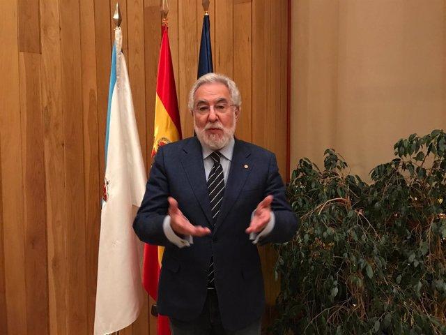 Archivo, el presidente del Parlamento, Miguel Santalices, con Europa Press