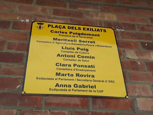 Placa de la Plaça dels Exiliats en Torrelameu (Lleida)