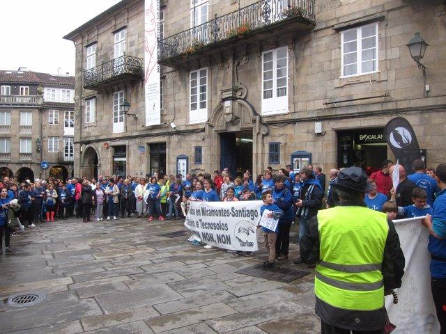 Manifestación de vecinos afectados por el vertedero de Miramontes