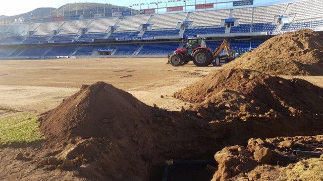 Cambio de césped en el Estadio Heliodoro Rodríguez López