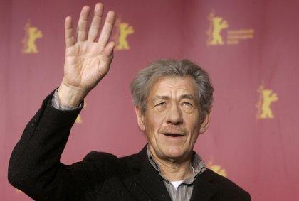 """Ian McKellen critica que Animales Fantásticos no muestre un Dumbledore """"abiertamente gay"""""""