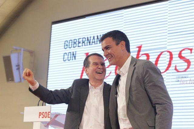 Abel Caballero y Pedro Sánchez en un acto con alcaldes y concejales