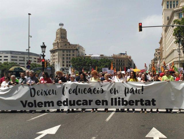 Manifestación de la comunidad educativa en Barcelona